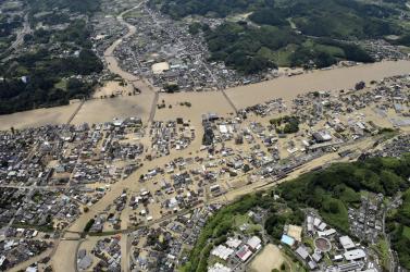 Árvíz és földcsuszamlás Japánban