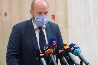 Gyimesi csak az SaS-es minisztereket rúgná ki a kormányból, Naď szerint kisebbségben is lehet kormányozni