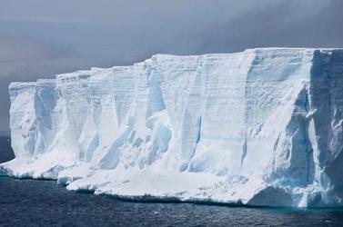 Szokatlanul sok jéghegy sodródik az Atlanti-óceán északi részén