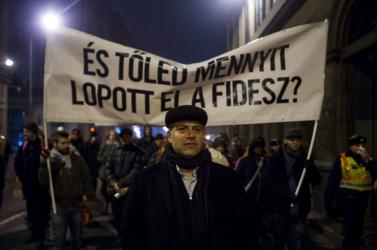 Síppal, dobbal: Orbán kifütyülhető