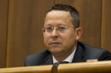 Az ellenzék magyarázatot vár Ladislav Kamenický pénzügyminisztertől