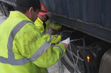 Egy kukkot sem értettek a másik szavából, mégis segített egymásnak a szlovák és a magyar kamionos