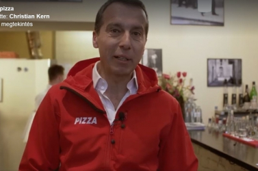 Pizzafutárként küzd a szavazatokért az osztrák kancellár