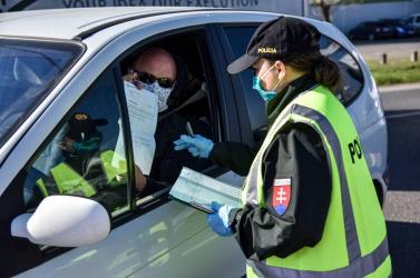 Szerdától szigorítja a járványügyi ellenőrzéseket a rendőrség, súlyos bírság járhat egyes kihágásokért