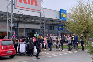 Rárepült a tömeg az árura Dunaszerdahelyen!
