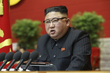 Politika vezetőket rótt megKim Dzsong Una járvány ellenivédekezésben elkövetett hibákért, súlyos incidenst emlegetett