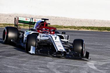 Räikkönen kapásból kicsúszott az Alfa Romeomost bemutatottF1-es autójával