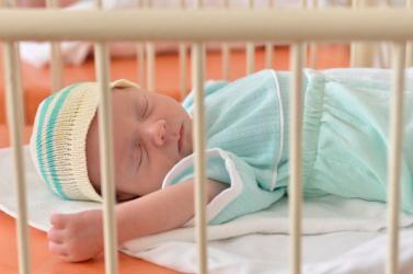 DÖBBENET: Nem hitték el az anyának, hogy már szülni fog. Pár percen belül a földre zuhant belőle a baba!