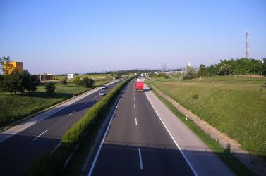 Menet közben agyvérzést kaphatott a kamionsofőr,Győr környékén balesetveszélyesen cikcakkozott ide-oda