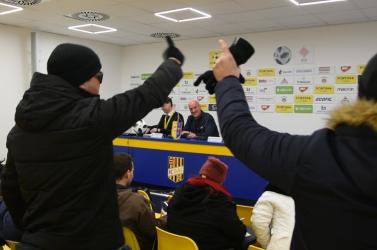 Kispesti ultrák hekkelték meg Rossi sajtótájékoztatóját