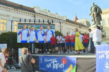 Hazaértek az olimpiai bronzérmes komáromi kajakosok