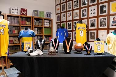 Több mint 200 ezer dollárért keltek el Kobe Bryant emléktárgyai