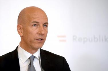 Gazdaságtudós váltja a posztján a plágiumbotrányba belebukott osztrák munkaügyi minisztert