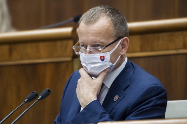 Kollár nem akarja átvinni a cirkuszt a kormányból, felfüggesztette a parlamenti ülést