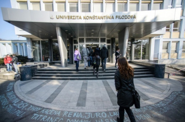 Öt felsőoktatási intézmény, köztük a nyitrai Konstantin is elvesztheti egyetemi titulusát