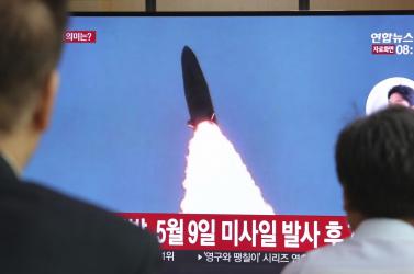 Észak-Korea kilőtt két rakétátazután, hogy amerikai miniszterek Szöulba látogattak
