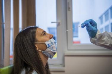 A koronavírus-fertőzöttek száma 225,7 millió, a halálos áldozatoké 4,648 millió a világon