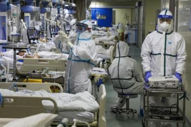 Anyagilag megszorultak a koronavírusos páciensei, a jószívű doki650 ezer dollárnyitartozásukat engedte el