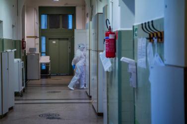 Újabb 98 covidáldozat Magyarországon, 1145 új fertőzött van