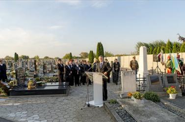 Nemzeti gyásznap: KövérLászló Nyárasdon kreálta a magyarság, izé, ellenségeit