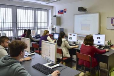 Csak a tavaszi szünet után lesz tanítás a Nagyszombat megyei középiskolákban