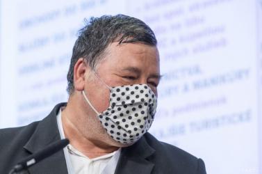 Hatalmas szöveggel kampányol a vírus elleni vakcina mellettaz egyik hazai mikrobiológiai atyaúristen