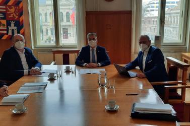A magyar középiskolások helyzetéről tárgyalt Simon Zsolt Kassa megye elnökével