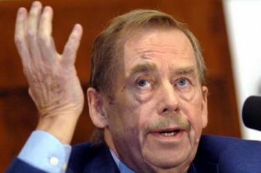 Václav Havelről neveznek el egy kis teret Prágában, de sokak szerint túl jelentéktelent