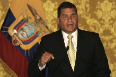 Tankok a határon: Ecuador kiutasítja Kolumbia nagykövetét és csapatokat mozgósít