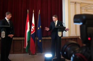 """A szlovák-magyar """"futballháború"""" a politikusok lelkén szárad"""
