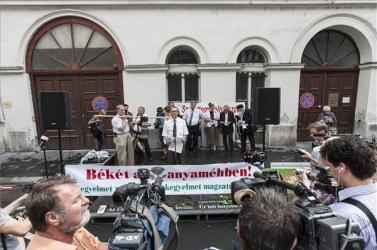 Nem kér az abortusztablettából a KDNP és a Jobbik