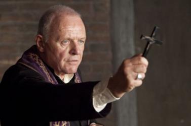 Divatba jött az ördögűzés Lengyelországban – katolikus papok húznak hasznot belőle