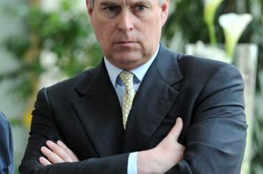 SZEXBOTRÁNY: Egyre nagyobb bajban van a brit uralkodó fia