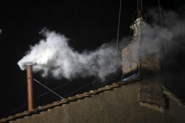 Pápaválasztás - Fehér a füst!