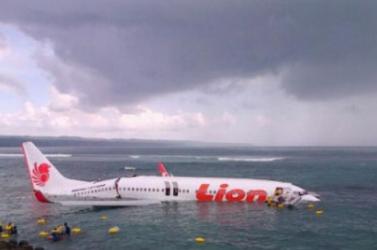 A tengerbe csúszott egy utasszállító repülőgép