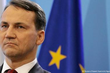 Lengyel lehallgatási botrány: maradhat a belügyminiszter is