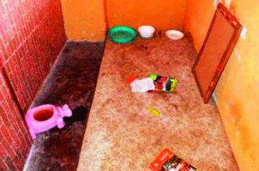 GYERMEKKÍNZÓK: Legalább egy éven át tartották szülei bezárva éjszaka, majd délutánonként is 11 éves lányukat