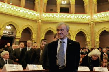 Elie Wiesel visszaadta magyar állami kitüntetését, mert Kövér a Szálasi-rezsim előtt tisztelgett