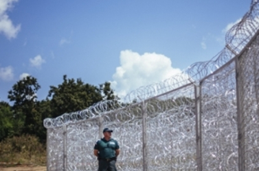 HATÁRZÁR: A Reuters szerint katasztrófához vezethet a magyar kerítés