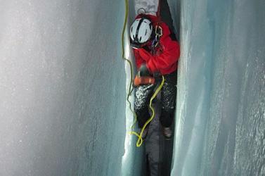 Holtan emelték ki a szűk jéghasadékból a szlovák alpinistát