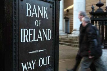 Írország elsőként lép ki az eurómentőövből - 27 év kell az adósságuk törlesztéséhez!