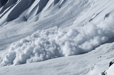 TRAGÉDIA: Síelőket sodort el egy lavina, négyen életüket vesztették