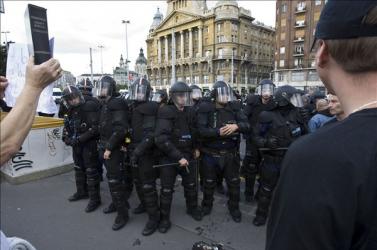 Rendzavarások a budapesti melegfelvonuláson