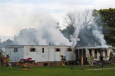 Öt gyermek és egy felnőtt égett bent egy lakókocsiban