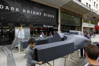 DENVERI ÁMOKFUTÁS: Párizsban lemondták a Batman-film premierjét