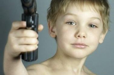 TRAGÉDIA: 13 éves fiú játszás közben lelőtte a 10 éves kislányt