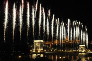 Augusztus 20. - Több mint félmillióan nézték az ünnepi tűzijátékot, 129 embert kellett ellátni