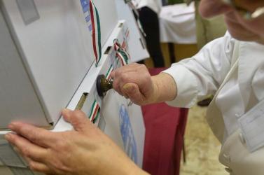 VÁLASZTÁS MAGYARORSZÁGON: Megnyitottak a szavazókörök, mindenhol megkezdődött a voksolás
