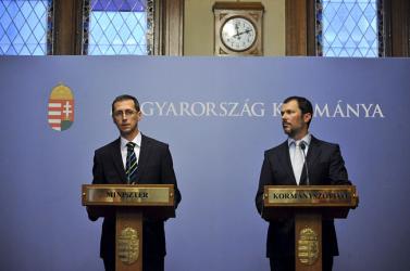 Varga bejelentette a csomagját - 93 milliárd forintot zárolnak!