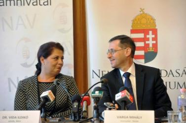 AKI HAZUDIK, AZ LOP: Orbánék tudták, de tagadták, hogy a NAV elnökét kitiltották Amerikából